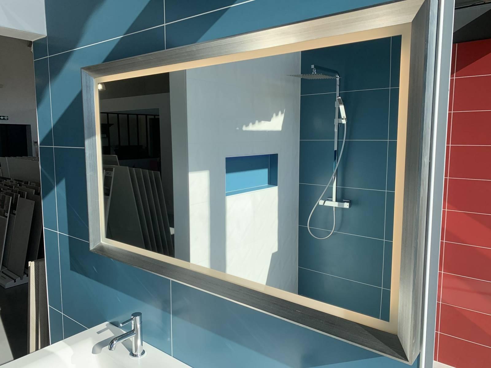 Salle de bain faïence bleu canard en grand format au showroom à Libourne près de Les Billaux ...