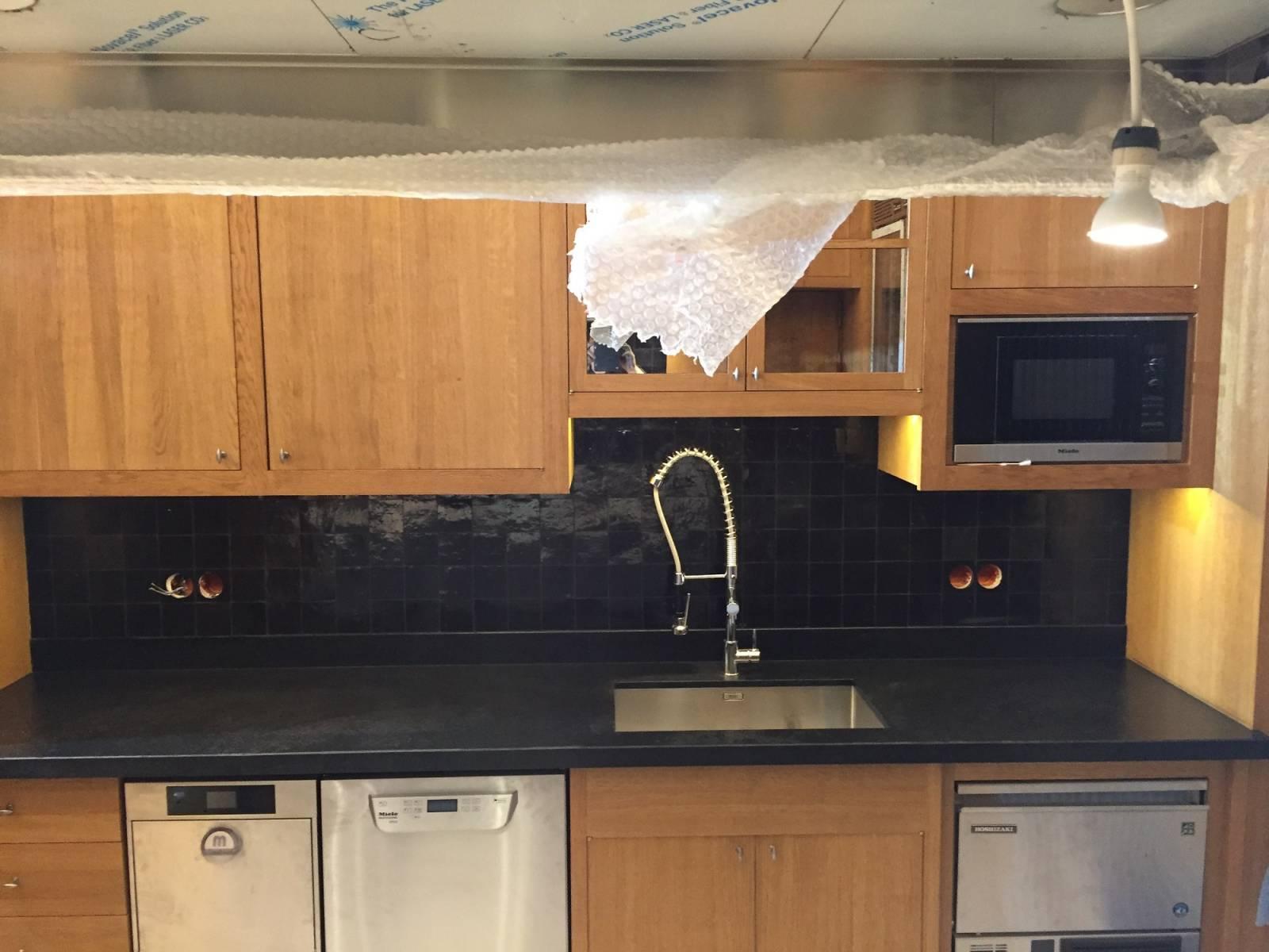 Pose de zellige dans une cuisine montpon m nest rol for Cuisine zellige