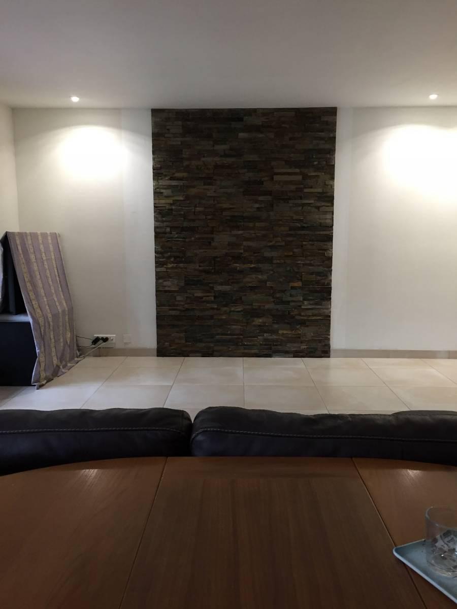 parement de pierre derri re un po le bois montpon m nest rol vente et pose de carrelage. Black Bedroom Furniture Sets. Home Design Ideas